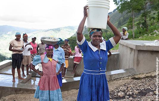 Ein nach dem Erdbeben in Haiti wieder aufgebauter Brunnen mit Zapfstelle.