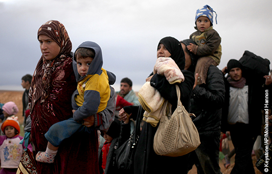 Syrian refugee families fleeing over the border to Jordan